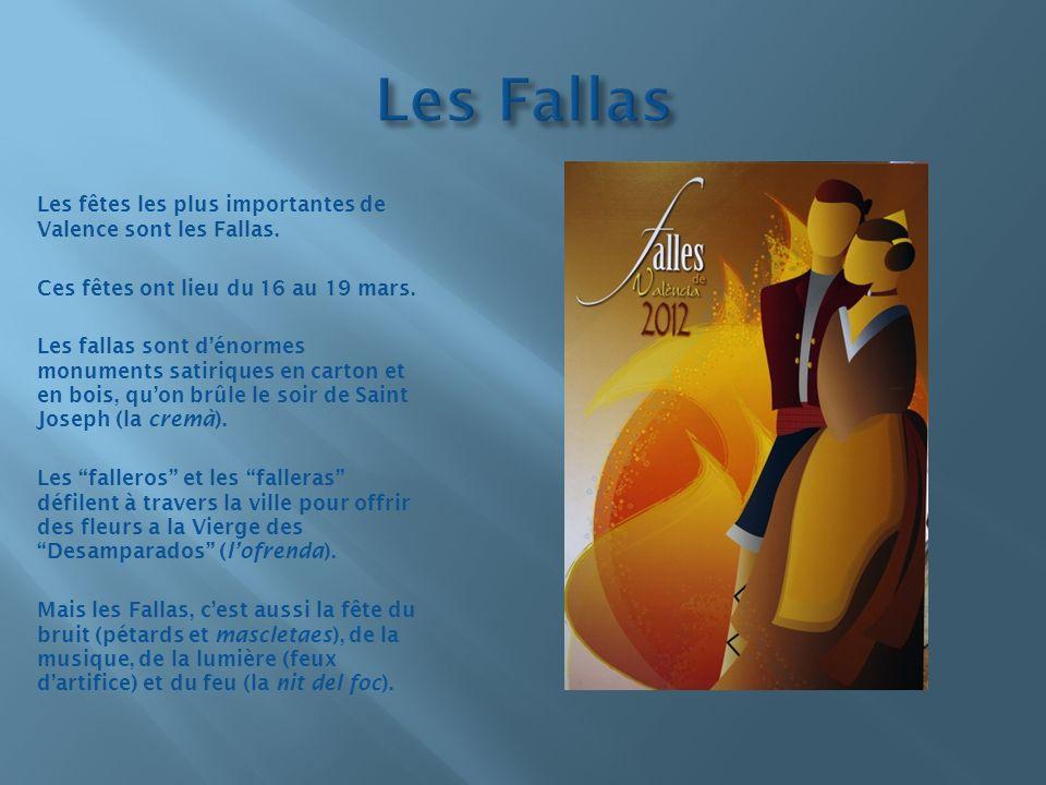 Les Fallas Les fêtes les plus importantes de Valence sont les Fallas.