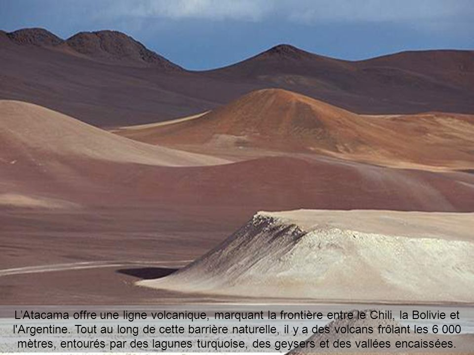 L'Atacama offre une ligne volcanique, marquant la frontière entre le Chili, la Bolivie et l Argentine.