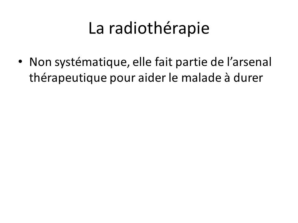 La radiothérapie Non systématique, elle fait partie de l'arsenal thérapeutique pour aider le malade à durer.