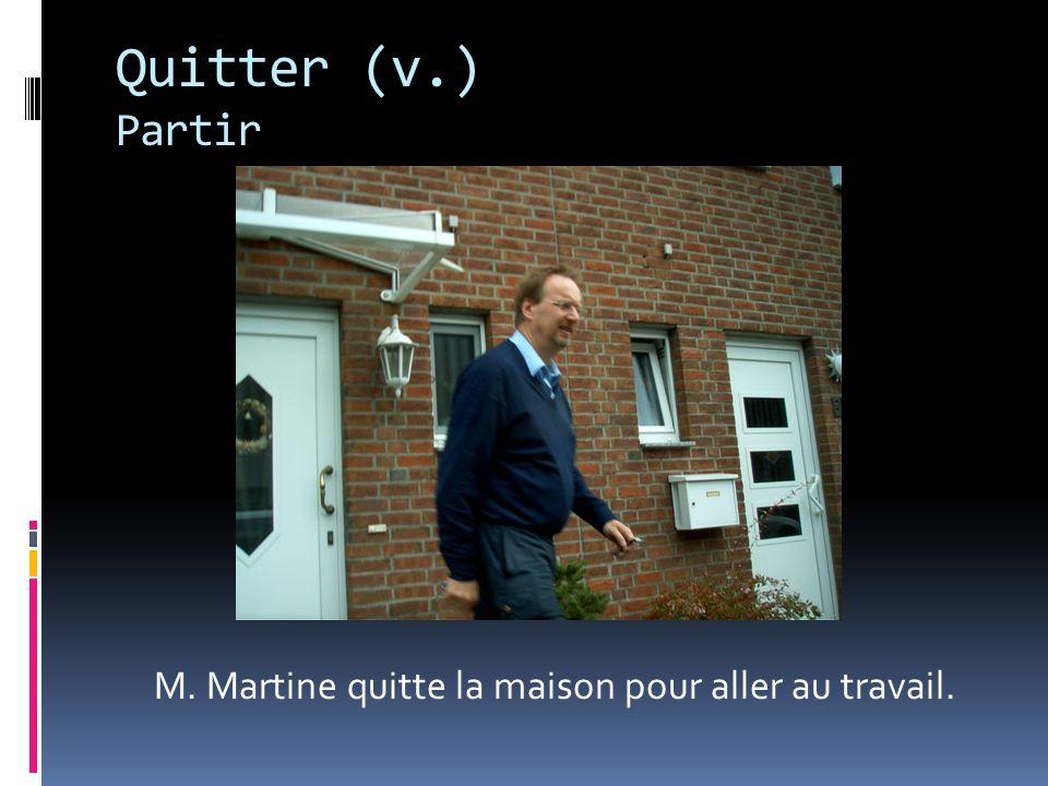 M. Martine quitte la maison pour aller au travail.