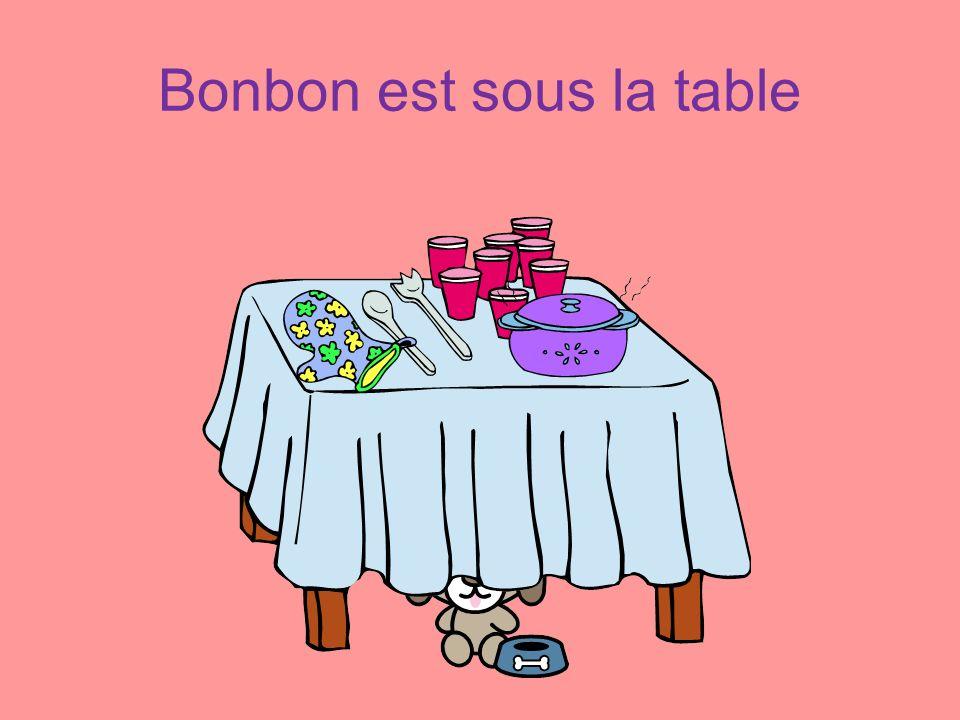 Bonbon est sous la table