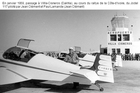 En janvier 1959, passage à Villla-Cisneros (Dakhla), au cours du rallye de la Côte-d'Ivoire, du Jodel 117 piloté par Jean Clément et Paul Lamande (Jean Clément)
