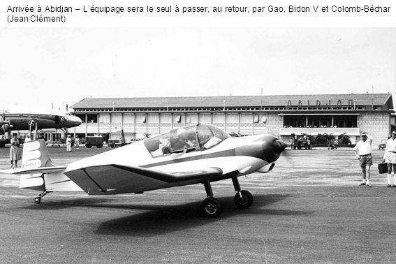 Arrivée à Abidjan – L'équipage sera le seul à passer, au retour, par Gao, Bidon V et Colomb-Béchar (Jean Clément)