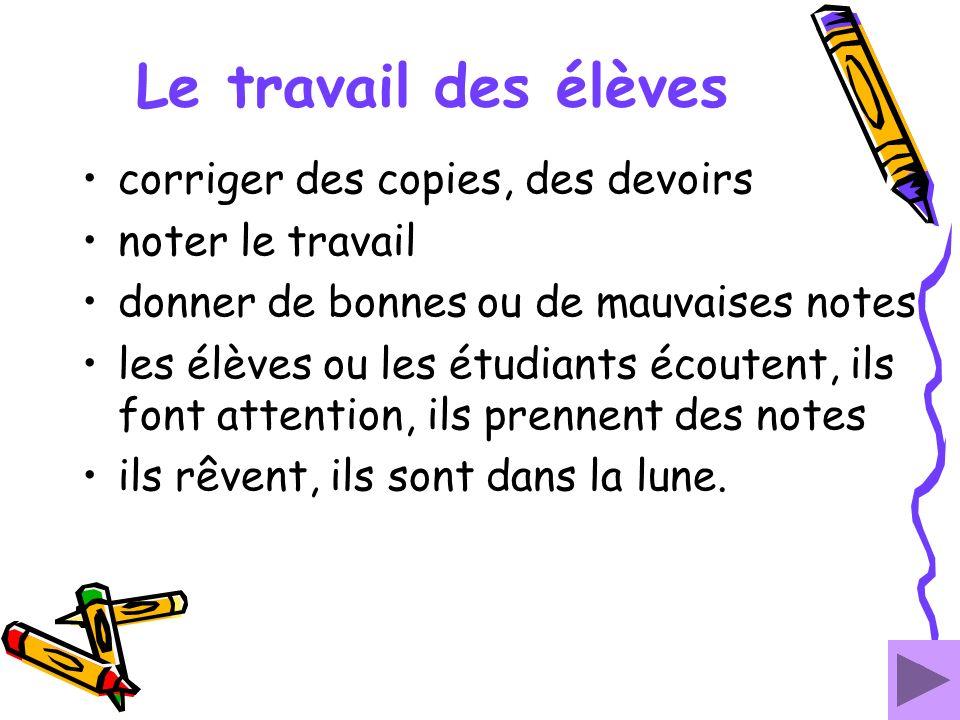 Le travail des élèves corriger des copies, des devoirs