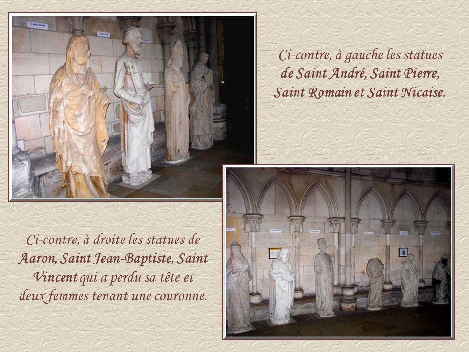 Ci-contre, à gauche les statues de Saint André, Saint Pierre, Saint Romain et Saint Nicaise.
