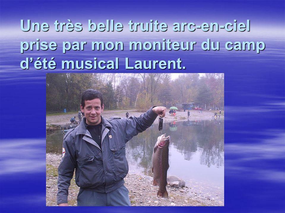 Une très belle truite arc-en-ciel prise par mon moniteur du camp d'été musical Laurent.