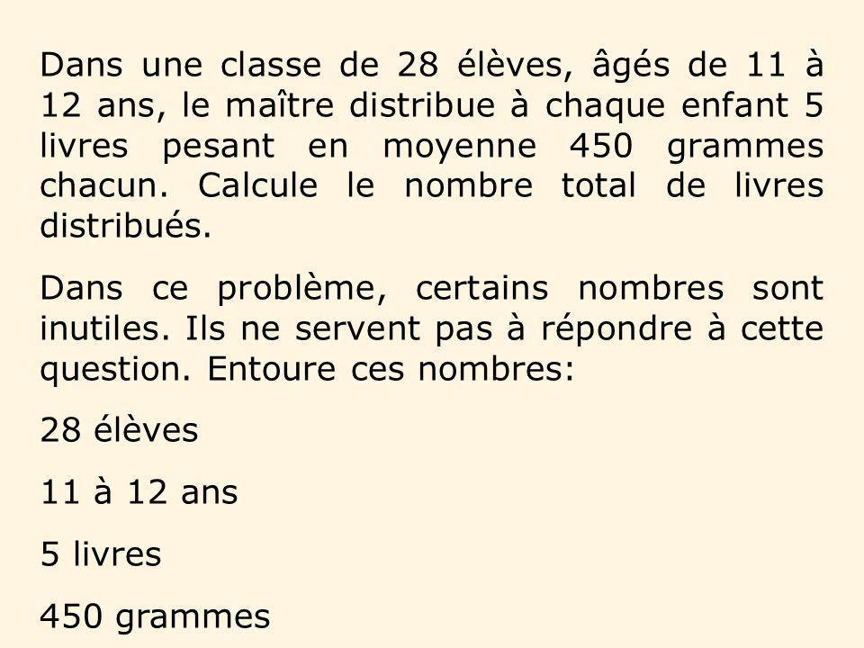 Dans une classe de 28 élèves, âgés de 11 à 12 ans, le maître distribue à chaque enfant 5 livres pesant en moyenne 450 grammes chacun. Calcule le nombre total de livres distribués.