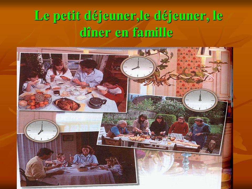 Le petit déjeuner,le déjeuner, le dîner en famille