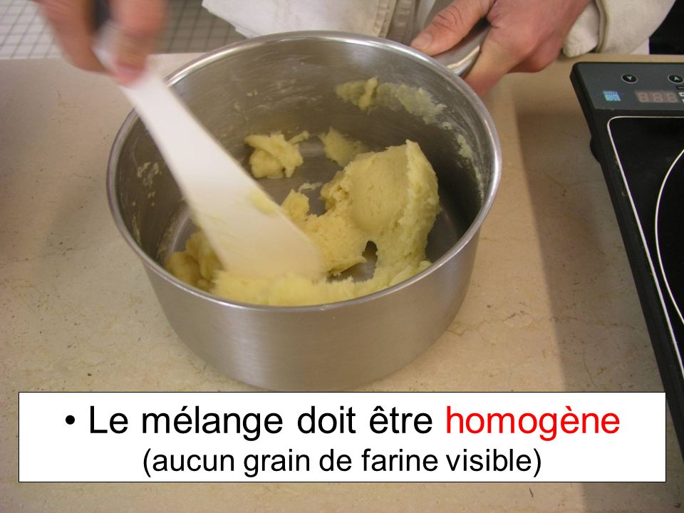 Le mélange doit être homogène (aucun grain de farine visible)