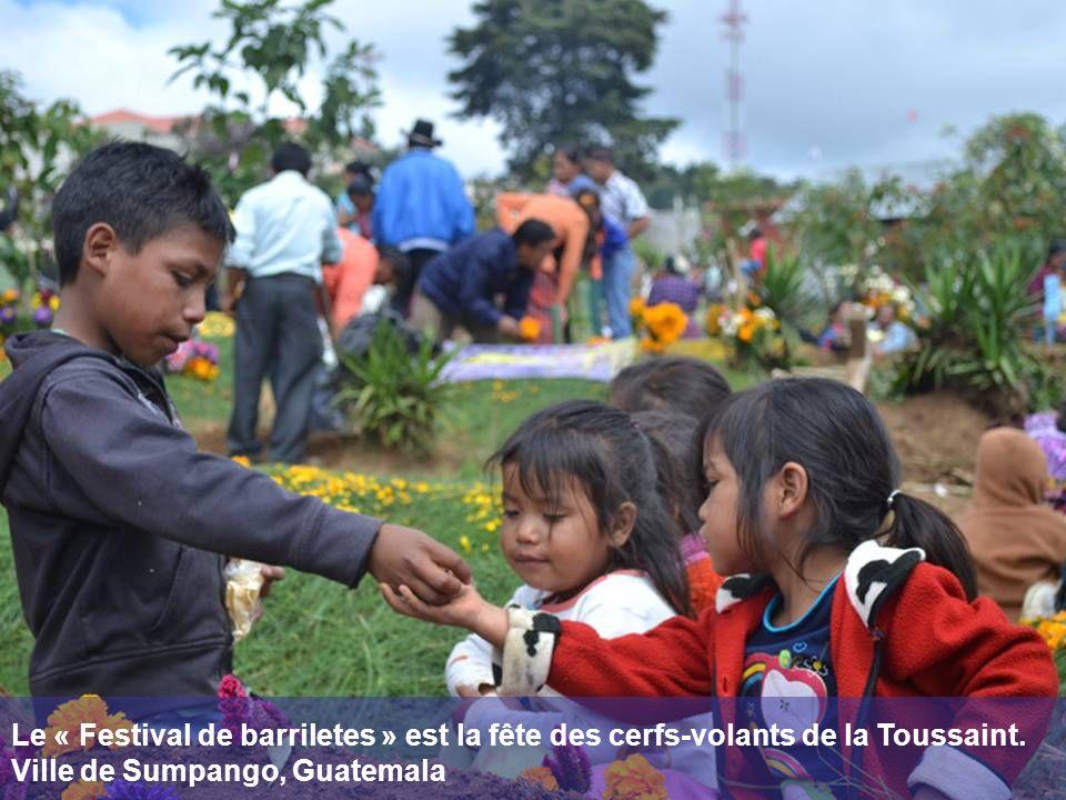Le « Festival de barriletes » est la fête des cerfs-volants de la Toussaint.