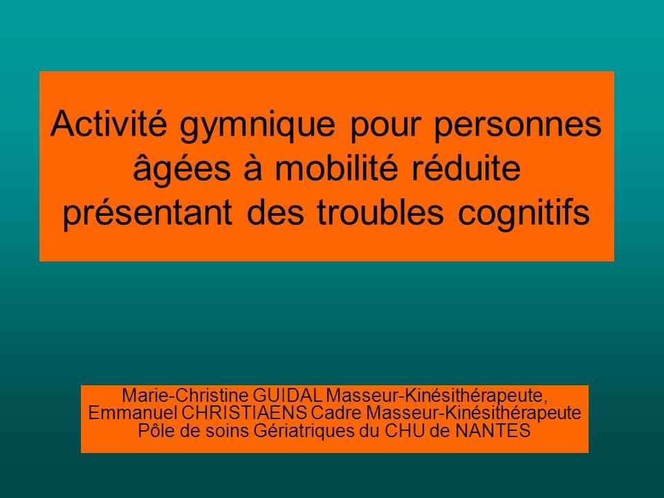 Activité gymnique pour personnes âgées à mobilité réduite présentant des troubles cognitifs