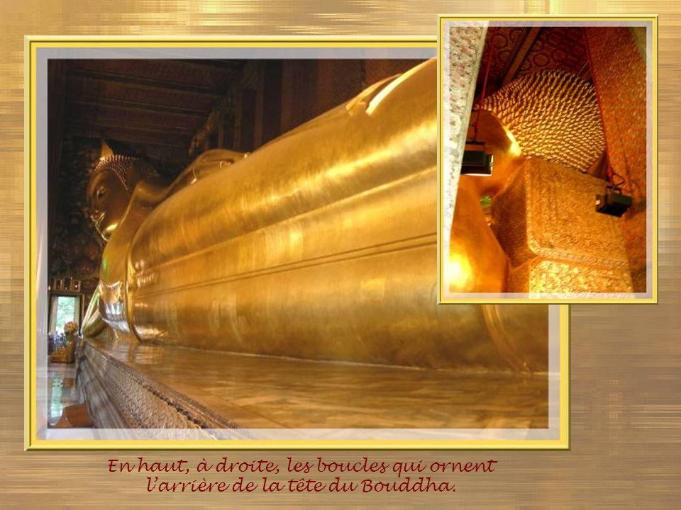 En haut, à droite, les boucles qui ornent l'arrière de la tête du Bouddha.