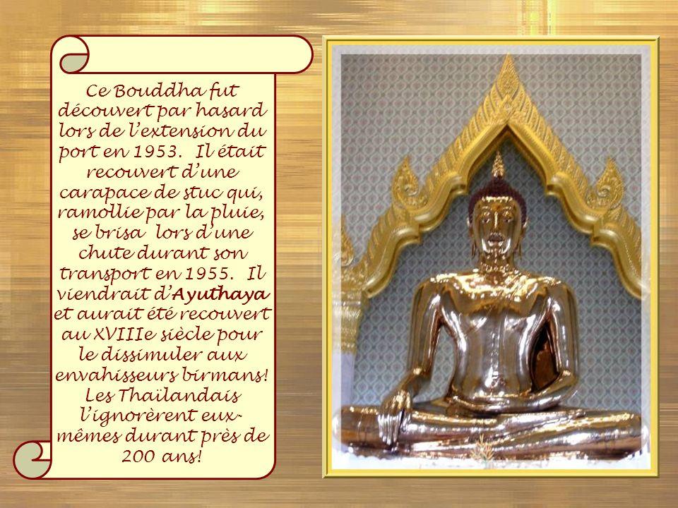 Ce Bouddha fut découvert par hasard lors de l'extension du port en 1953.
