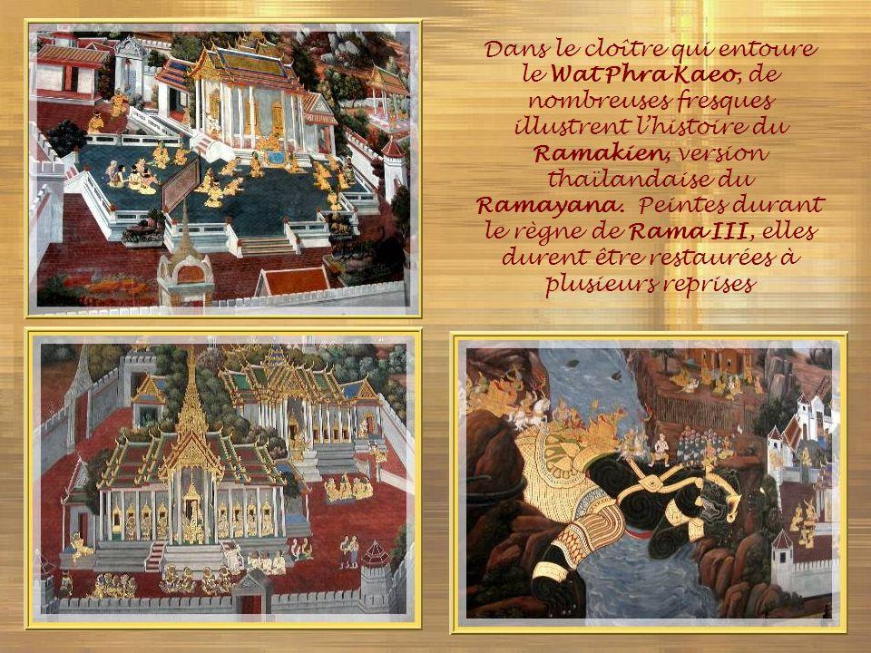 Dans le cloître qui entoure le Wat Phra Kaeo, de nombreuses fresques illustrent l'histoire du Ramakien, version thaïlandaise du Ramayana.