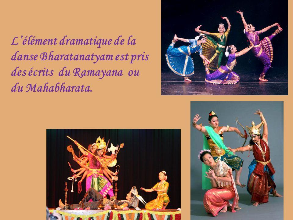 L'élément dramatique de la danse Bharatanatyam est pris des écrits du Ramayana ou du Mahabharata.