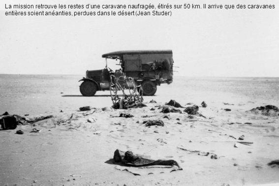 La mission retrouve les restes d'une caravane naufragée, étirés sur 50 km.