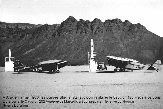 A Arak en janvier 1936, les pompes Shell et Stanavo pour ravitailler le Caudron 480 Frégate de Louis Durafour et le Caudron 282 Phalène de Marcel Kraft qui préparent le rallye du Hoggar