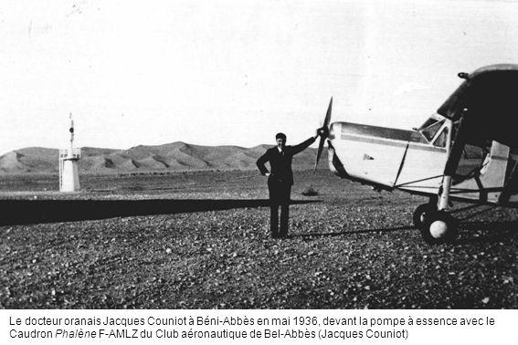Le docteur oranais Jacques Couniot à Béni-Abbès en mai 1936, devant la pompe à essence avec le Caudron Phalène F-AMLZ du Club aéronautique de Bel-Abbès (Jacques Couniot)