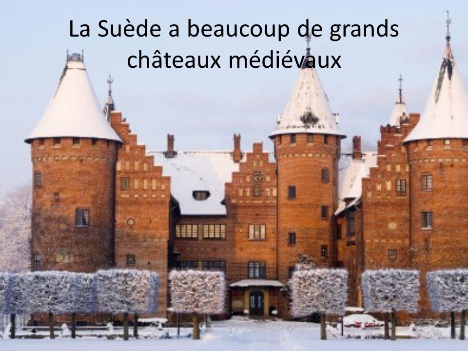 La Suède a beaucoup de grands châteaux médiévaux