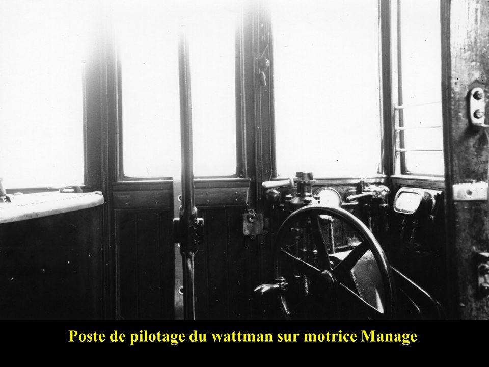 Poste de pilotage du wattman sur motrice Manage