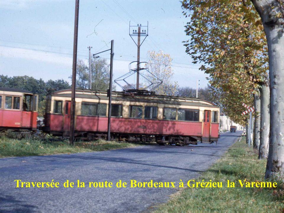 Traversée de la route de Bordeaux à Grézieu la Varenne