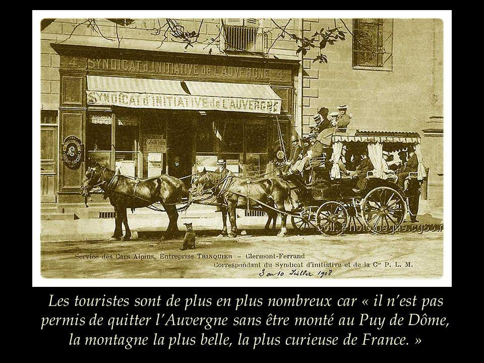 Les touristes sont de plus en plus nombreux car « il n'est pas permis de quitter l'Auvergne sans être monté au Puy de Dôme, la montagne la plus belle, la plus curieuse de France. »