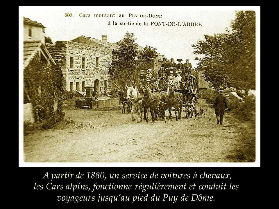 A partir de 1880, un service de voitures à chevaux, les Cars alpins, fonctionne régulièrement et conduit les voyageurs jusqu'au pied du Puy de Dôme.