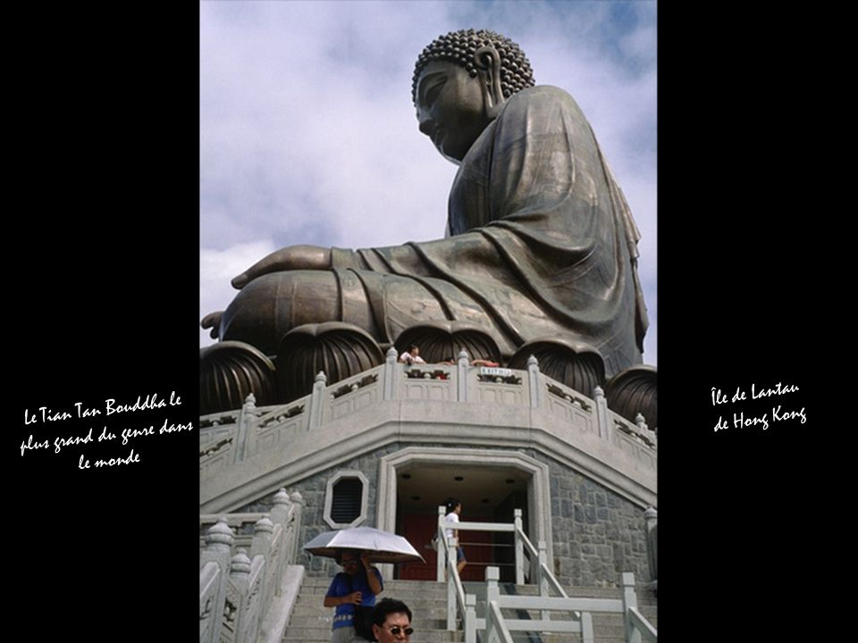 Le Tian Tan Bouddha le plus grand du genre dans le monde