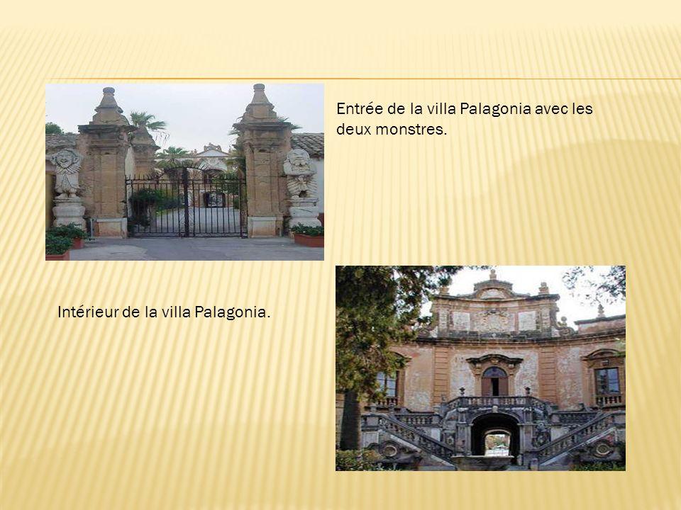 Entrée de la villa Palagonia avec les deux monstres.