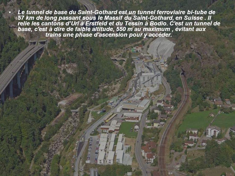 Le tunnel de base du Saint-Gothard est un tunnel ferroviaire bi-tube de 57 km de long passant sous le Massif du Saint-Gothard, en Suisse .