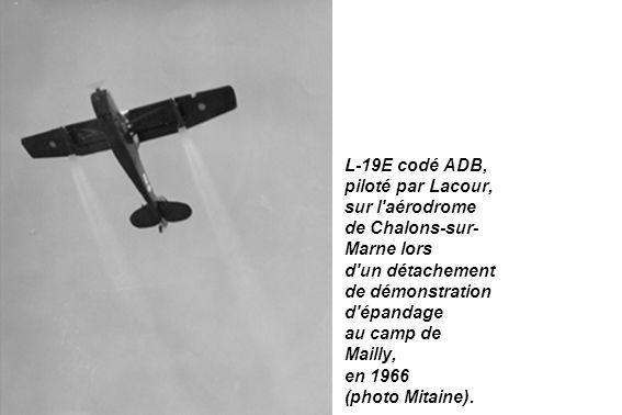 L-19E codé ADB, piloté par Lacour, sur l aérodrome. de Chalons-sur-Marne lors. d un détachement.
