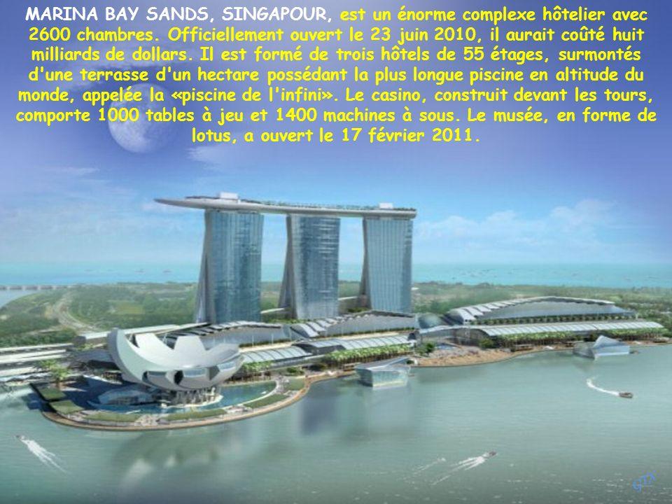 MARINA BAY SANDS, SINGAPOUR, est un énorme complexe hôtelier avec 2600 chambres.