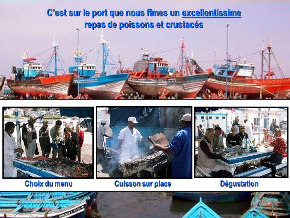 C'est sur le port que nous fîmes un excellentissime repas de poissons et crustacés