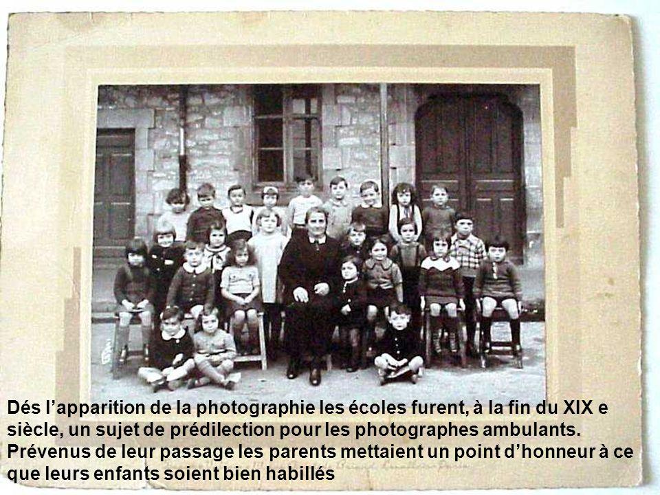 Dés l'apparition de la photographie les écoles furent, à la fin du XIX e siècle, un sujet de prédilection pour les photographes ambulants.