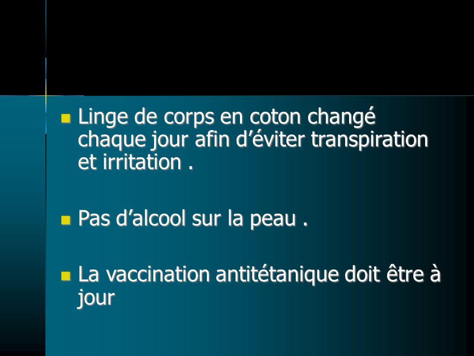 Linge de corps en coton changé chaque jour afin d'éviter transpiration et irritation .