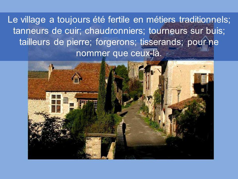 Le village a toujours été fertile en métiers traditionnels; tanneurs de cuir; chaudronniers; tourneurs sur buis; tailleurs de pierre; forgerons; tisserands; pour ne nommer que ceux-là.