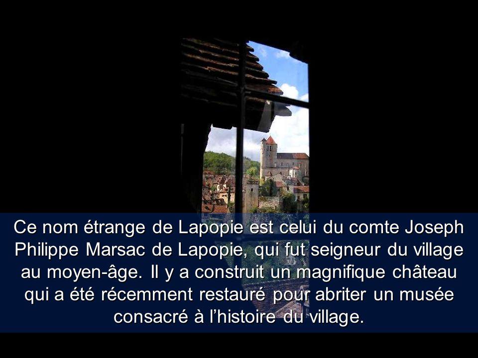 Ce nom étrange de Lapopie est celui du comte Joseph Philippe Marsac de Lapopie, qui fut seigneur du village au moyen-âge.
