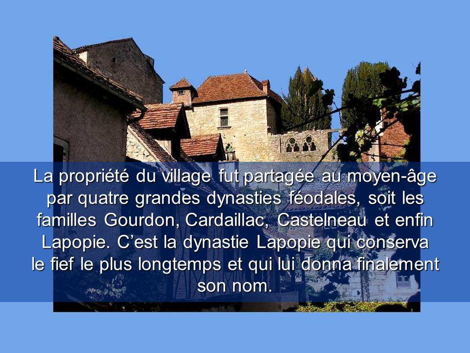 La propriété du village fut partagée au moyen-âge par quatre grandes dynasties féodales, soit les familles Gourdon, Cardaillac, Castelneau et enfin Lapopie.