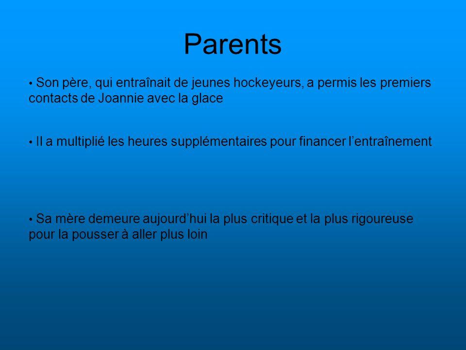 Parents Son père, qui entraînait de jeunes hockeyeurs, a permis les premiers contacts de Joannie avec la glace.