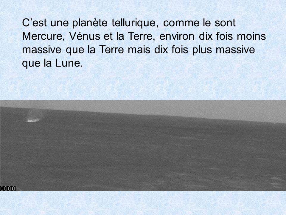 C'est une planète tellurique, comme le sont Mercure, Vénus et la Terre, environ dix fois moins massive que la Terre mais dix fois plus massive que la Lune.