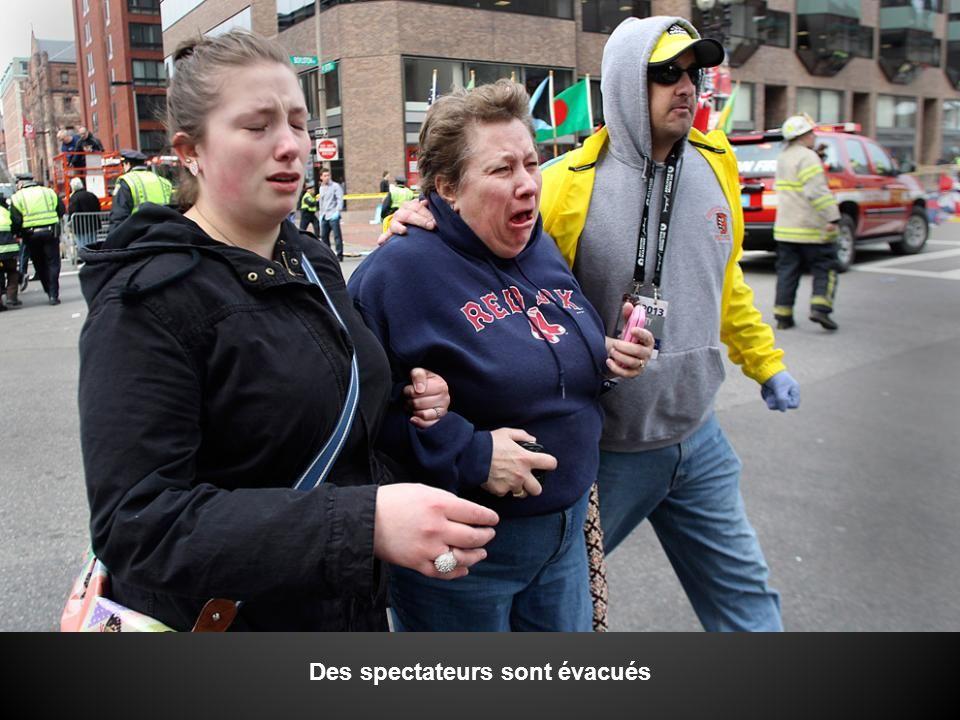 Des spectateurs sont évacués