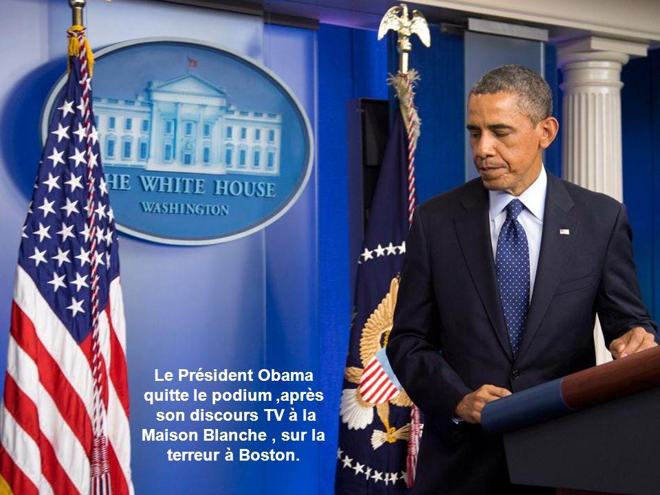 Le Président Obama quitte le podium ,après