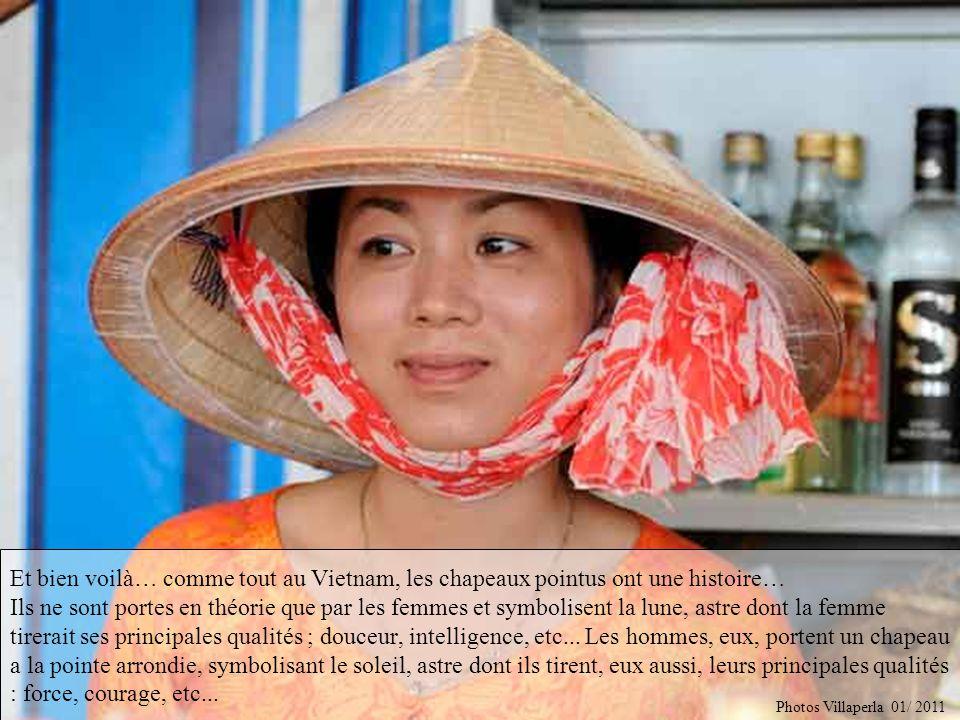 Et bien voilà… comme tout au Vietnam, les chapeaux pointus ont une histoire… Ils ne sont portes en théorie que par les femmes et symbolisent la lune, astre dont la femme tirerait ses principales qualités ; douceur, intelligence, etc... Les hommes, eux, portent un chapeau a la pointe arrondie, symbolisant le soleil, astre dont ils tirent, eux aussi, leurs principales qualités : force, courage, etc...