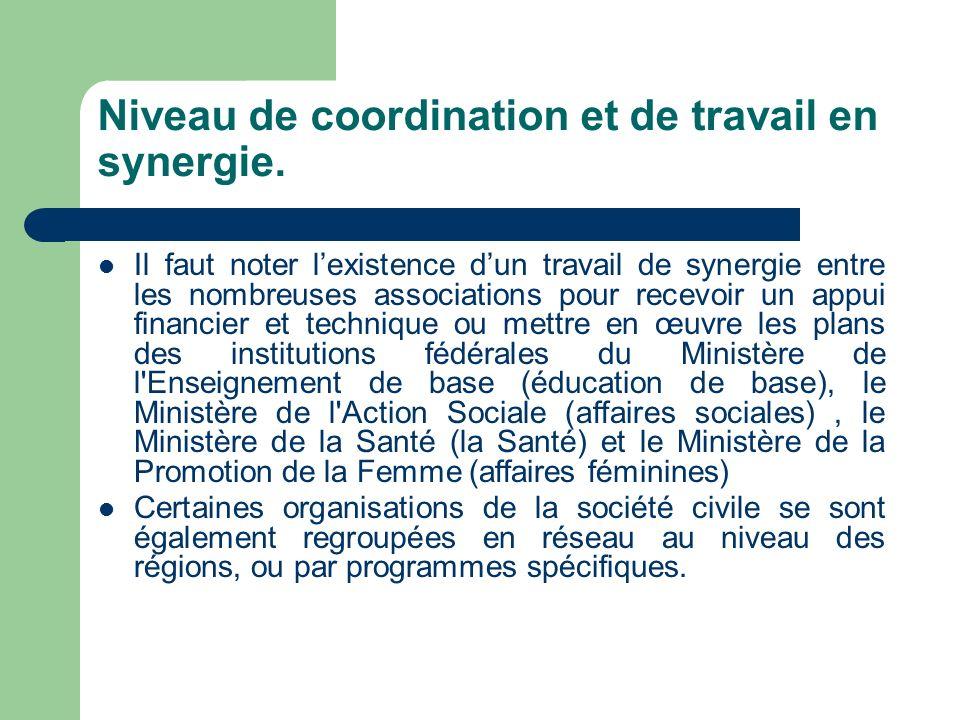 Niveau de coordination et de travail en synergie.