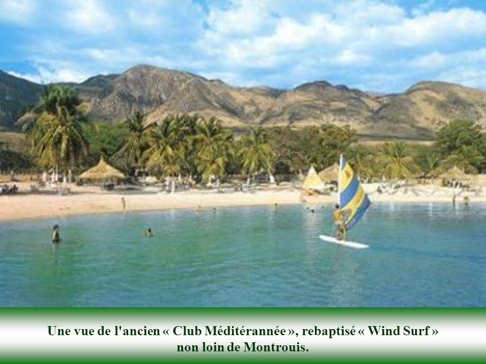 Une vue de l ancien « Club Méditérannée », rebaptisé « Wind Surf » non loin de Montrouis.