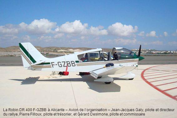 La Robin DR 400 F-GZBB à Alicante – Avion de l'organisation – Jean-Jacques Galy, pilote et directeur du rallye, Pierre Filloux, pilote et trésorier, et Gérard Desimone, pilote et commissaire