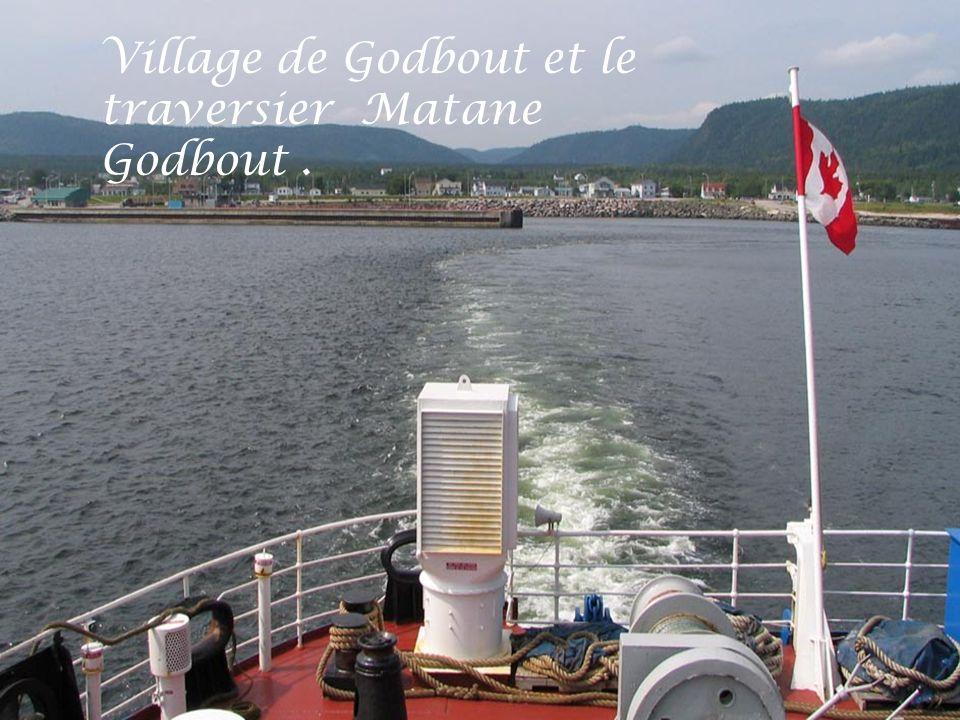 Village de Godbout et le traversier Matane Godbout .