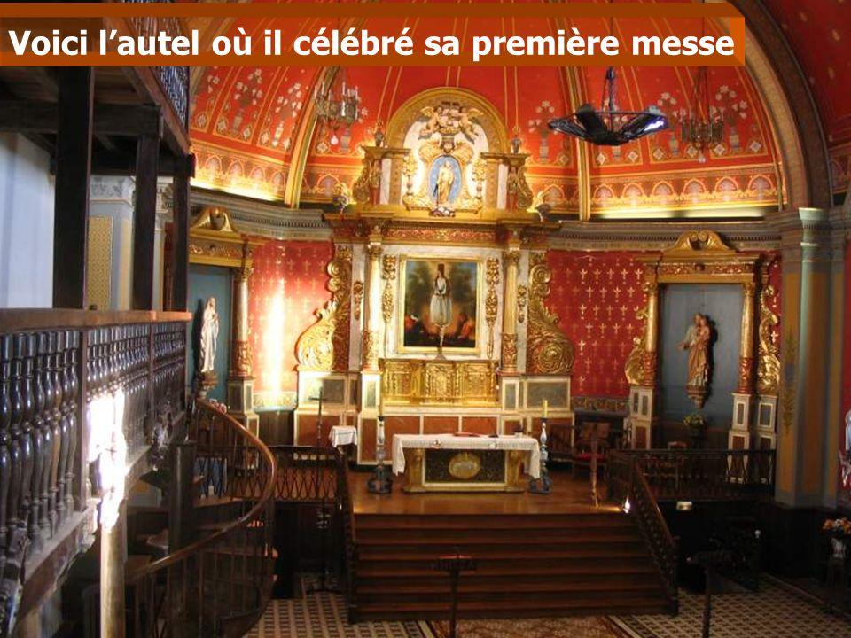 Voici l'autel où il célébré sa première messe