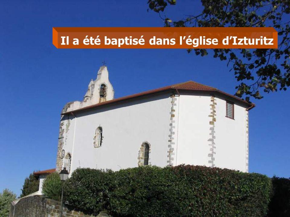 Il a été baptisé dans l'église d'Izturitz