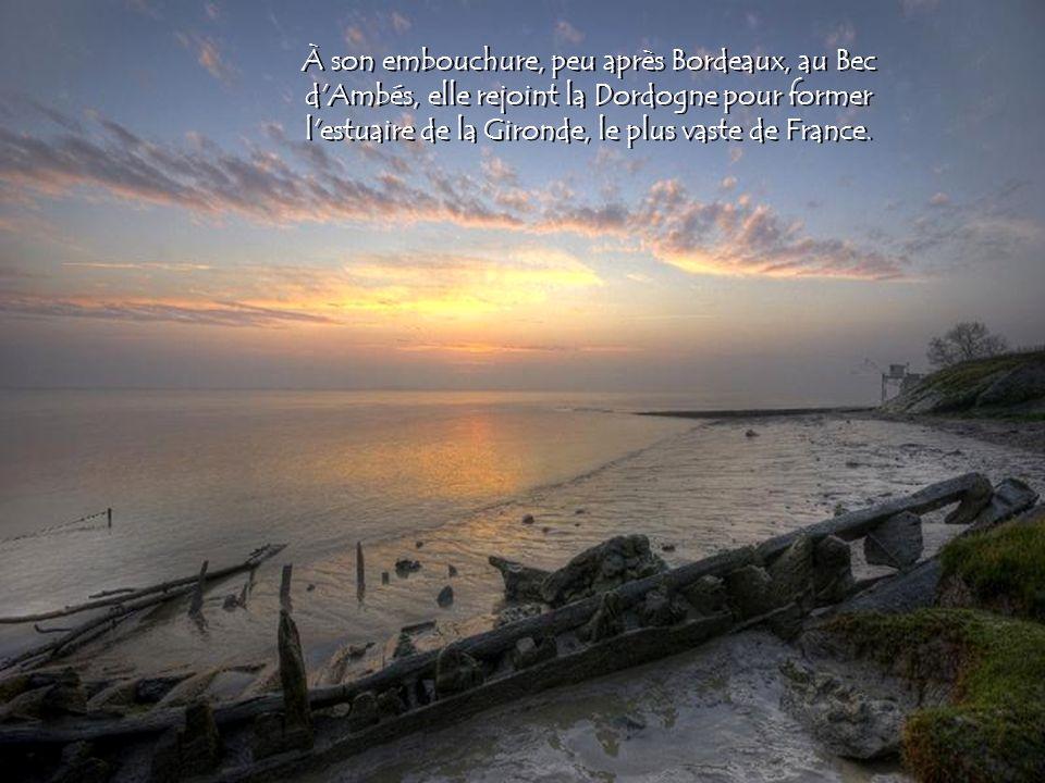 À son embouchure, peu après Bordeaux, au Bec d Ambés, elle rejoint la Dordogne pour former l estuaire de la Gironde, le plus vaste de France.